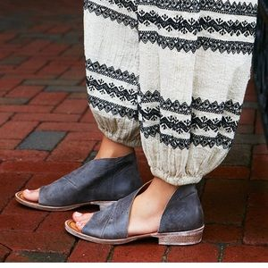 Free People black leather sandals / flats